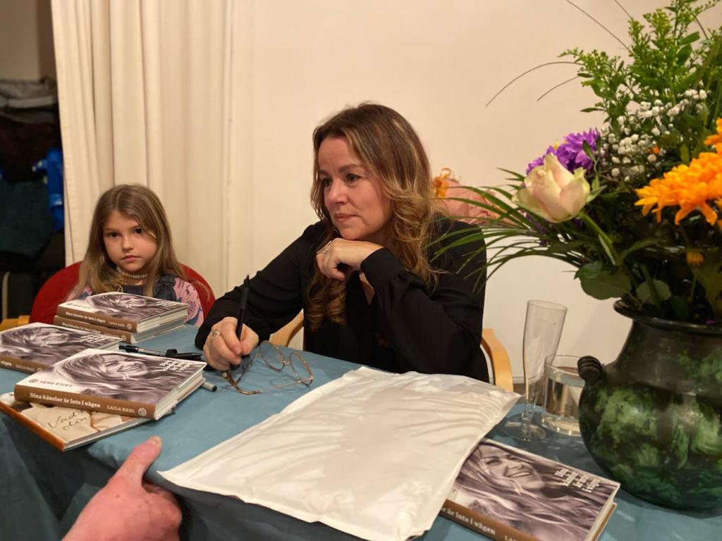 """Laila Dahl signerar sin nya bok """"Dina känslor är inte i vägen"""""""